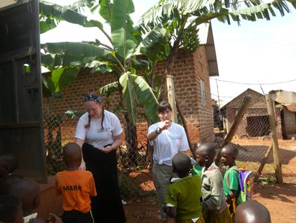 3230 best volunteer uganda images on pinterest uganda volunteers alice edinger and keith russell in uganda bulenga at the community development program keith ive been a diy do it yourself home improvement solutioingenieria Image collections