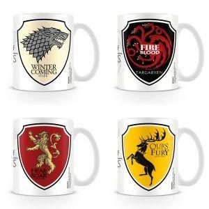 Prêtezserment d'allégeance à la maison de votre choix dans l'univers Game of Thrones en adoptant un mug au blason et devise de votre camp préféré. Stark, Targaryen, Lannister, Baratheon, Greyjoy, Tully, Tyrell, Arryn : A vous de décider !