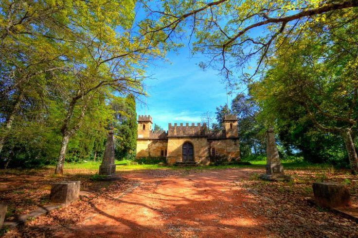 Mini-castle, Coimbra. [ Escola enfermagem psiquiátrica/ depósitos da água do hospital sobral cid. ] Photo Credit: Rodolfo Ferreira