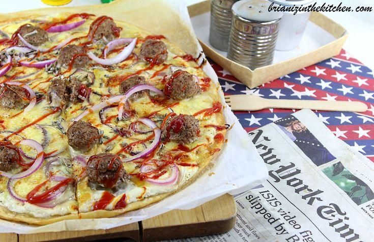 Cela fait plusieurs semaines maintenant que je bave devant la nouvelle pizza de la célèbre chaîne P**** H**, celle à base de fromage, de crème et d'oignons. Chaque jour, en rentrant du travail, le feu passe au rouge au moment où je passe devant l'affiche...