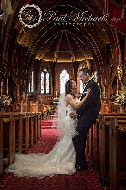 Bride and groom at Old St Pauls.  #wedding #photography. PaulMichaels www.paulmichaels.co.nz photographers