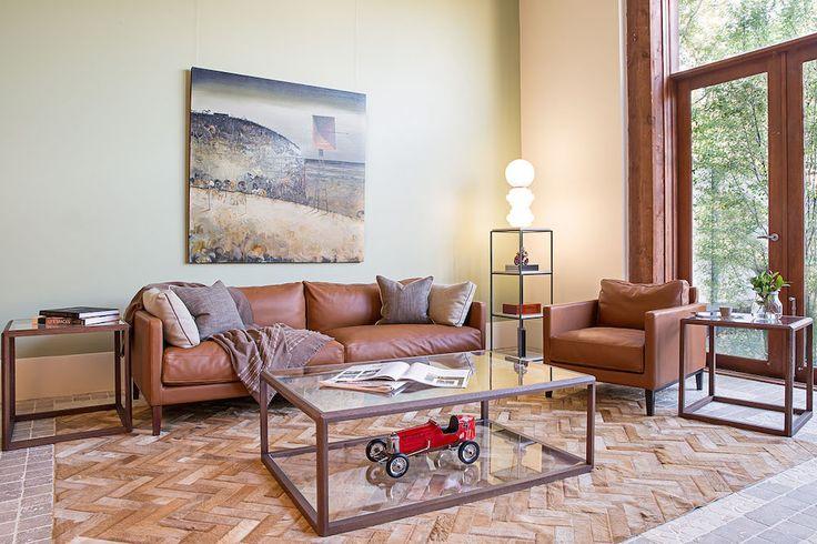 DUVIVIER CANAPES - Canapé Centquatre en cuir Gold et table basse Pont-Neuf dans la boutique de notre client australien DOMO