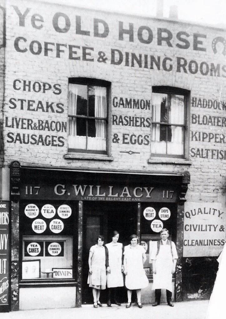 A quality dining room in the Commercial Road  Stepney  c 1926. 858 best Cafs and old shops images on Pinterest   Shop fronts