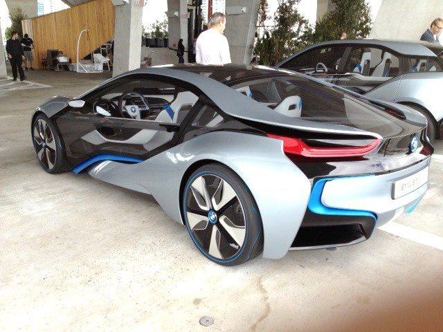 I8 Exterior: BMW I8 Exterior View