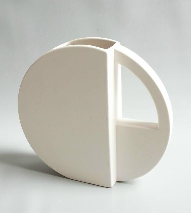 Online veilinghuis Catawiki: Dorothé van Agthoven door Flora - design vaas samengesteld uit geometrische vormen