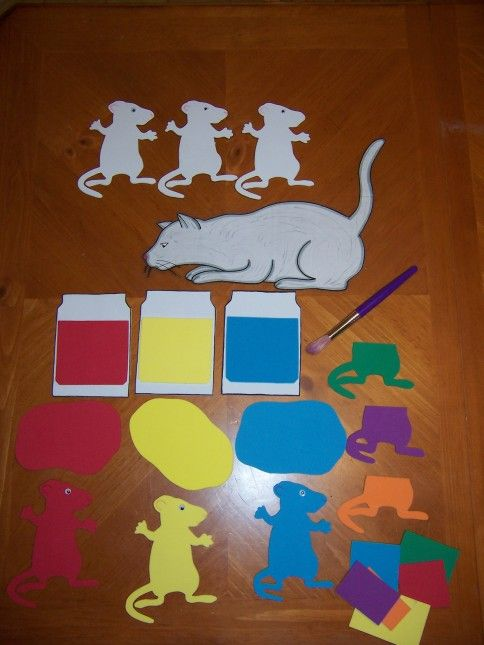 felt board (use a box) - Mouse Paint by Ellen Stoll Walsh. a really great way to retell story (and storage too)
