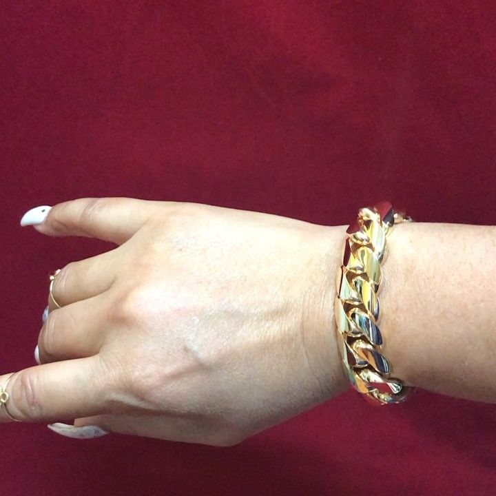 "#10K 17.5mm 7.5 149 grams  thank you for your trust #MIAMICUBANLINK All done in house #CUBANLINK  The Real Miami Cuban Link Maker in Miami. Call for Free Quotes 305-633-4415 or Text 305-793-9468 Norma or Rey. #10K #14K #18K Any questions DM Text Call ""SE HABLA ESPAÑOL"". IN 5 to 7 BUSINESS DAYS OR LESS. #yellowgold #whitegold #rosegold  #BESTDEALS #MIAMI #MIAMIDADE #305 #cuban #cubanlink #miamicubanlink #MIAMICUBANLINKS We ship any where in the USA OR CANADA; FEDEX OR US POSTAL. ALWAYS FULLY…"