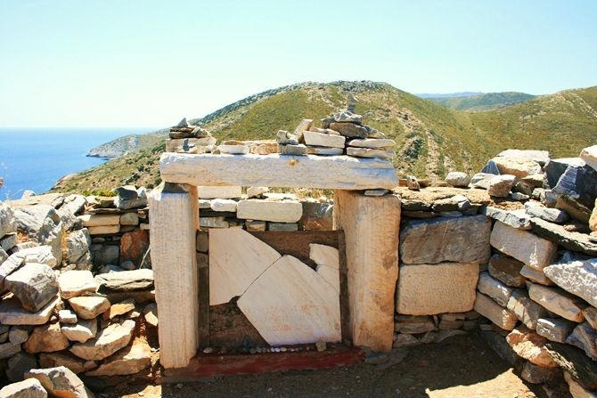Homer's Tomb | Ios | Homer's Tomb is located on Psathopyrgos Hill, in northern Ios over the gulf of Plakotos. The burial of Homer on the island is confirmed by ancient historians such as Herodotus, Pausanias, Stravonas and Alcaeus.