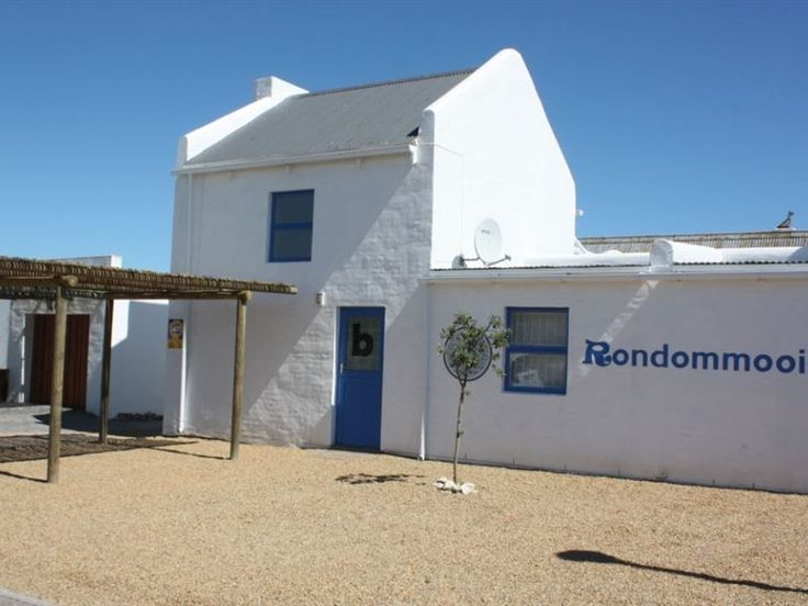 Rondommooi - Rondommooi is a tastefully decorated five-bedroom unit in the heart of Paternoster. There is an open-plan kitchen and living area with an inside fireplace in the first part of the house. Double doors lead ... #weekendgetaways #paternoster #westcoast #southafrica