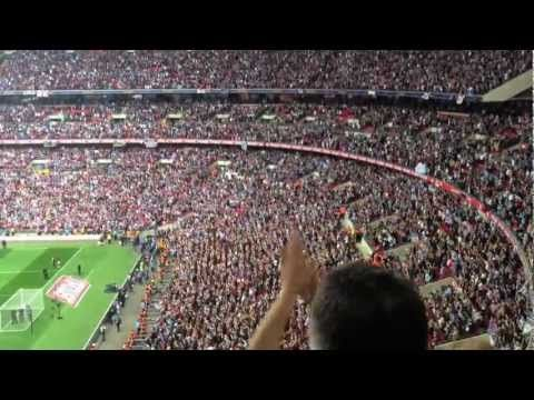 Bubbles at Wembley, West Ham fans..awesome :)
