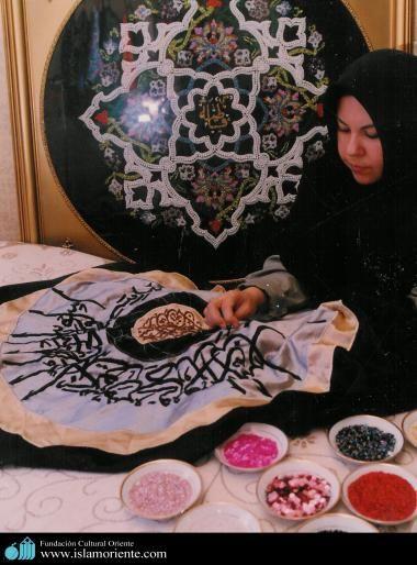 Artesanías en Arte Islámico por mujer iraní