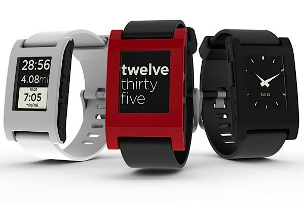 Pebble smart watch plays nice with iOS and Android devices | Ubergizmo