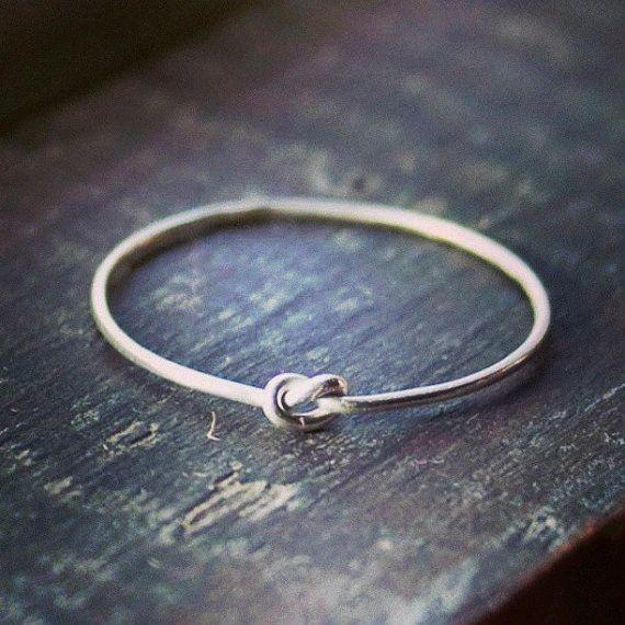 Winzige Knoten-Ring in Sterling-Silber  von indiaylaluna auf Etsy