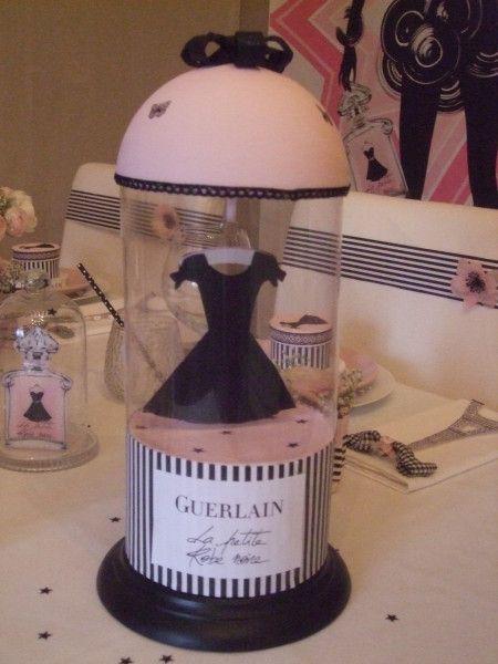 """Merveilleuse table ayant pour thème """"Petite robe noire Guerlain"""" !!! rendez-vous vite sur le site de """"Bout de zan"""" et déposer votre message !!!"""