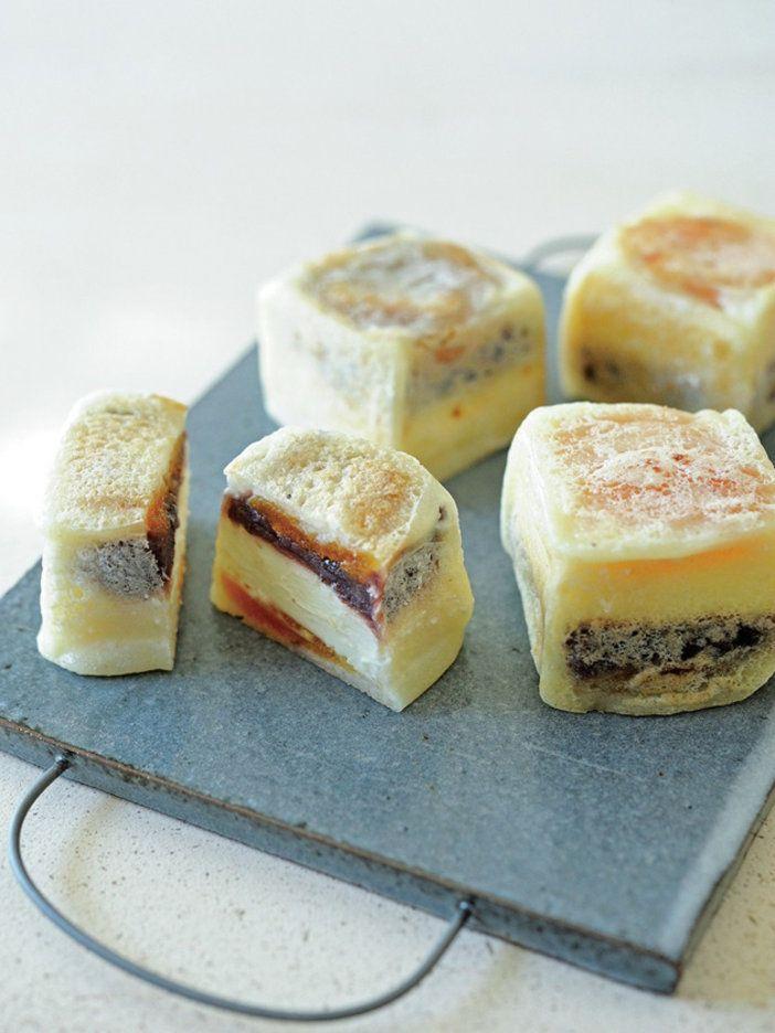 クリームチーズにあんこをオンにしてまさかの和菓子!? 乳製品と相性の良いあんこ。チーズのコクとあんこの甘み、それにドライフルーツの酸味が加わって、絶妙。大人のおやつ、かがですか?|『ELLE a table』はおしゃれで簡単なレシピが満載!