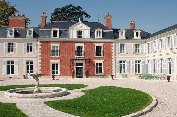 Situé à Mosnes, en Indre-et-Loire, découvrez le Domaine des Thômeaux. Cet établissement, situé au cœur de la région Centre, dispose de 28 chambres confortables, décorées de façon exotique. Votre hô...