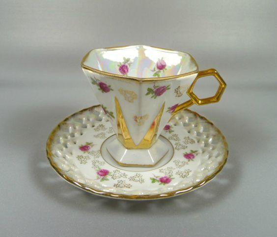 Šálek na kávu * bílý zlatem zdobený a růžičkami malovaný porcelán, hezký design ♥