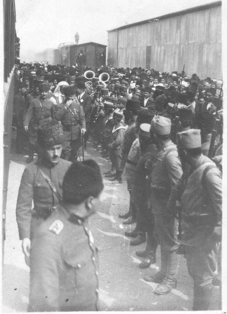 """""""Atatürk'ün, Suriye'lilere verdiği tarihi cevap."""" 1923 Mart'ının 17. Günü Mersin'e giren Gazi Mustafa Kemâl Paşa, yaya olarak kafile halinde ilerlerken, büyük bir levha taşıyan birkaç Suriyeli kız karşısına çıkar. Levhada şu cümle yazıyordur: """"SURİYE HEMŞERİNİZİ DE KURTARINIZ..."""" Paşa şöyle bir levhaya bakar ardından yavaşça yürüyerek der ki: """"HER MİLLET LÂYIK OLDUĞUNU ELDE EDER!"""" (Aktaran; İsmail Habib, Atatürk'le Beraber, sf. 28)"""
