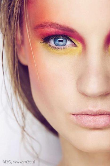 Bright eyes, nude lips.