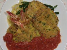 ピカタ イタリア  イタリア料理のひとつ。ピッカータとも。薄切りの肉などに食塩、コショウなどで下味をつけてから小麦粉をつけ、パルメザンチーズを混ぜた溶き卵をたっぷりとからませてソテーしたもの。豚や子牛のヒレ肉やロース肉、鶏の胸肉などが用いられることが多いが、タラやカジキなどの白身魚や豆腐、ズッキーニなどのピカタもある。