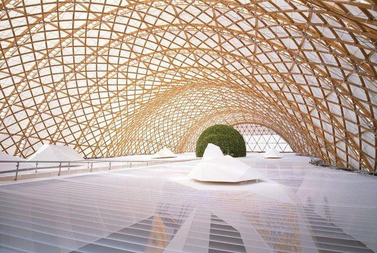 Шигеру Бан - японский архитектор, творящий из бумаги и картона