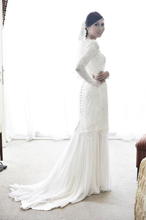 Yasmin Johan Soh in wedding dress by Syomir Izwa
