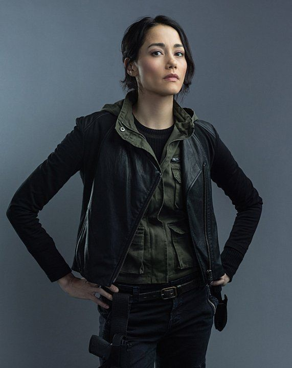 Sandrine Holt in Hostages (2013)  or, better, Detective Katherine Caine, 101st Precinct