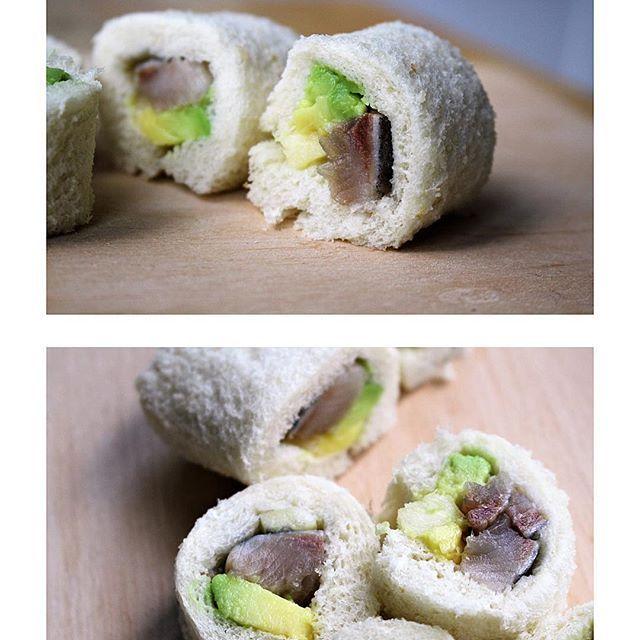 Houd jij van sushi en van haring? Dan maak ik jou heel erg blij met dit makkelijke en lekkere recept: sushi van haring, met avocado en appel. Directe link in bio! #food #foodblog #foodblogger #recept #recipe #sushi #haring #avocado