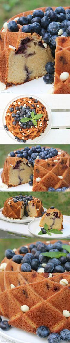 Bundt cake de chocolate blanco y arándanos - http://bakingwithco.blogspot.com.es/