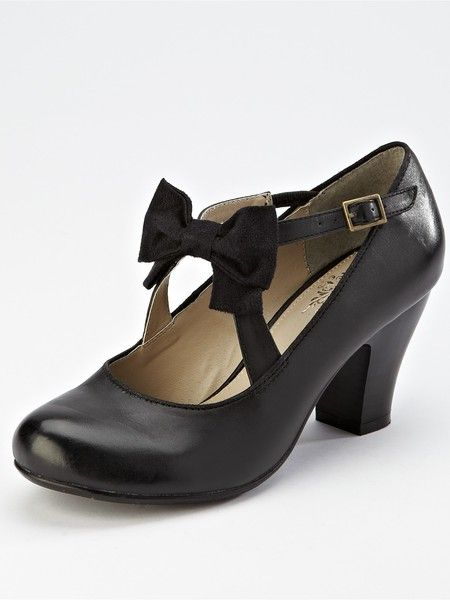 Cute, classic, and rather comfortably looking Hush Puppies Mary Janes. #shoes #vintage #heels