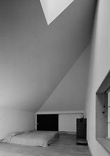 19──《白の家》寝室 撮影=村井修