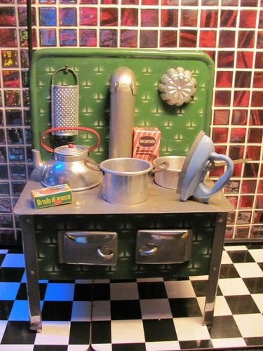 VINTAGE ANTIQUE TIN TOY STOVE COOKER VICTORIAN KITCHEN