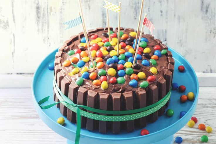 KIT­KAT-M&M-taart - Recept - Allerhande