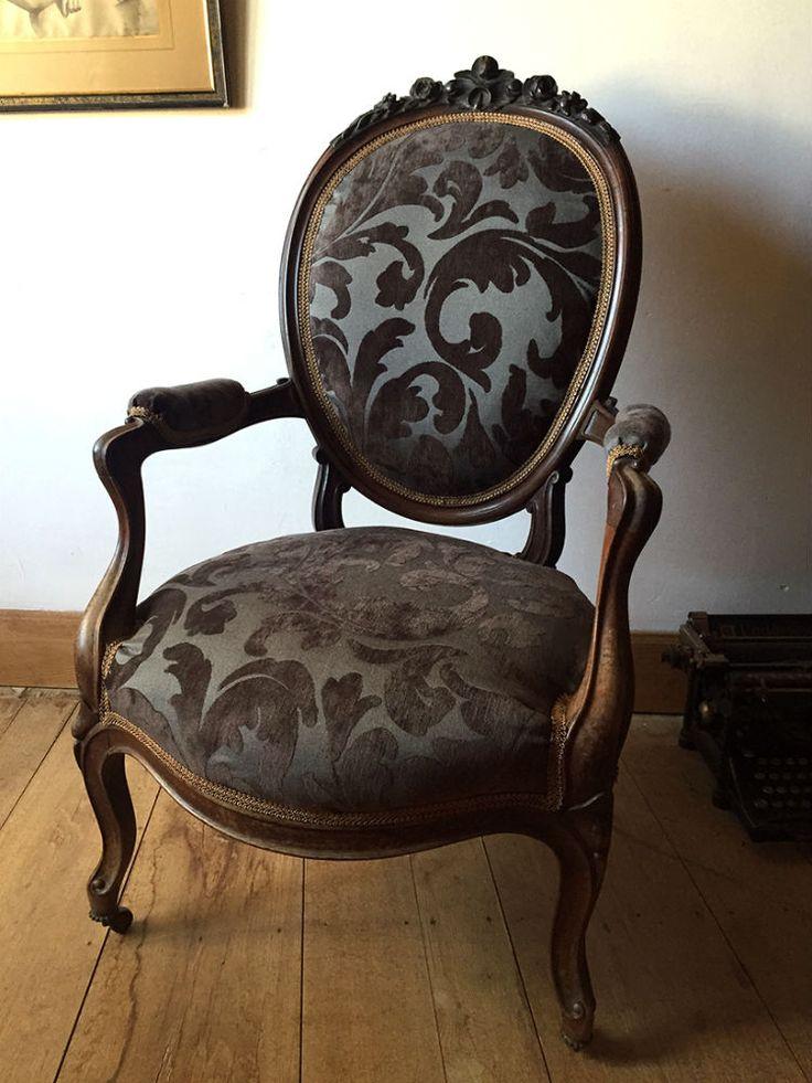 Tr s beau fauteuil napoleon iii dossier m daillon est en vente sur notre broc - Les plus beaux fauteuils ...