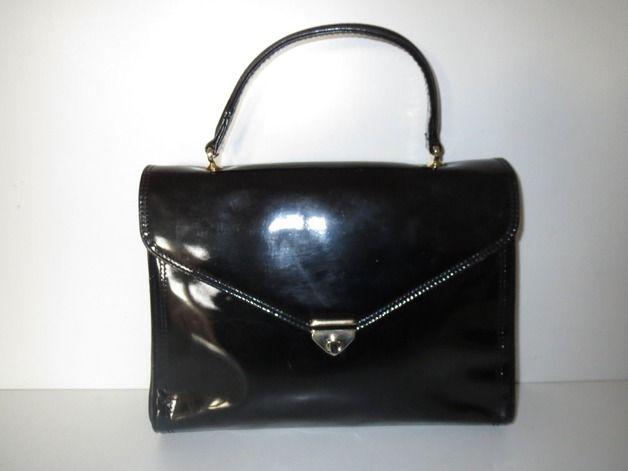*Gemütliche und Elegante Damentasche / Lack Leder Look / Schönes Modell* Handtasche aus Kunstleder in Schwarz - Vintage Muster  - Farbe: Schwarz und Gold (Metall Applikationen)  - Maße: Länge...