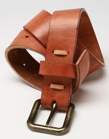 Cinturón de cuero color café claro (natural)