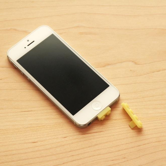 iPhoneをLEGOブロックにするアダプター
