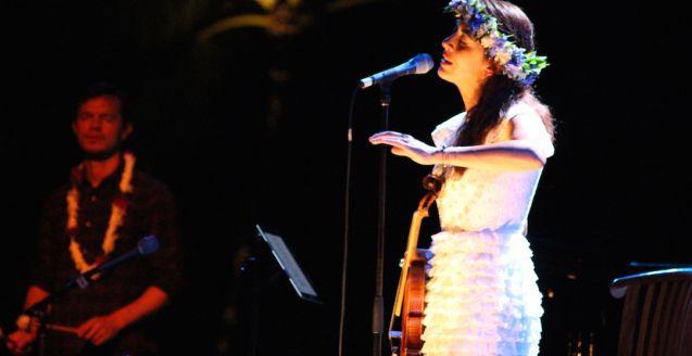 Nolwenn Leroy - Acoustic tour White dress, #Manoush. #NolwennLeroy #Tahiti #Papeete Photo : Delphine Barrais