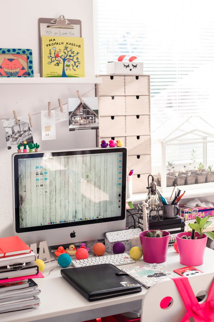 workspace, desk, iPad, notebook, notes, notatnik, calendar, kalendarz, biwuar, succulent, cactus, interior design, photo: Zenja blog