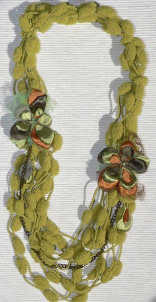 collana tessile verde con fiori di seta e tulle di Luciana Torre SHOP - ceramica, accessori tessili, borse e foulard, dipinti a mano con amore su DaWanda.com
