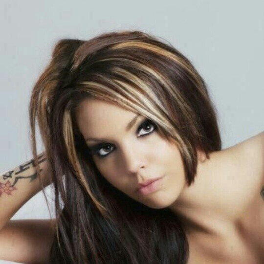 Dark hair with chunky highlights. Want to do this! Maybe it will work this time!