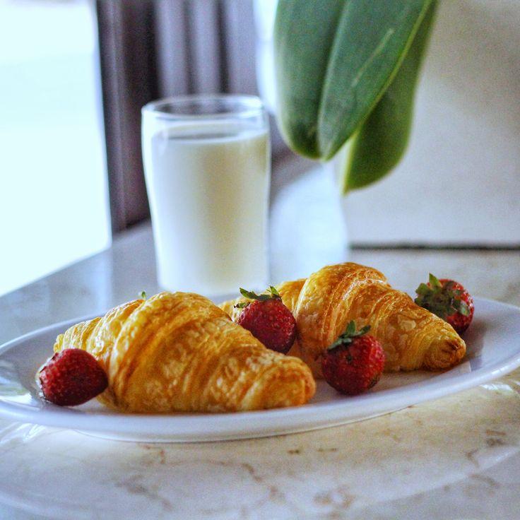 Sweet morning! . #tgif #friday #breakfast #healthy #fresh #goodbreakfast #goodlife #instafood #instatravel #instadaily #goodfriday #restaurant #hotel #balitraveler #grandliviohotel