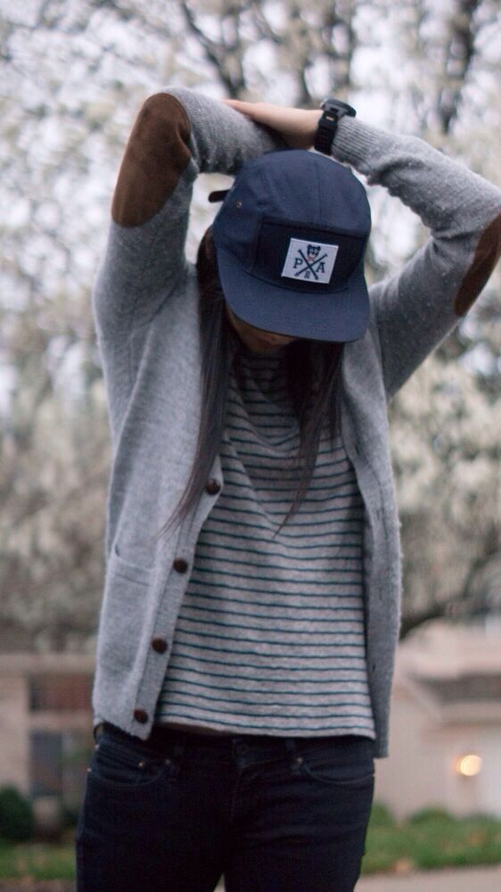 Skater girl style . Blazer . Snap back . Simple outfits . Casual outfits for teens