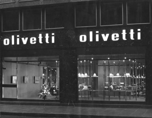 Paris Olivetti showroom. Interior staged by Franco Albini and Franca Helg in 1959
