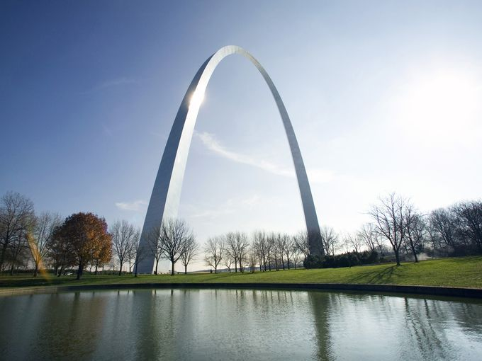 Monument at the riverside, Gateway Arch, St. Louis,