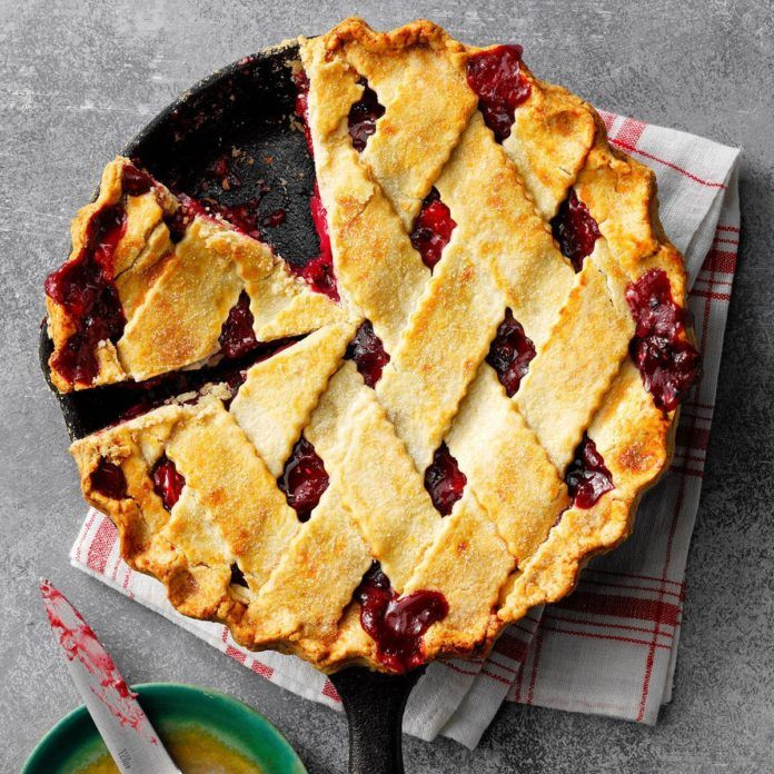 Rhubarb and Blackberry Pie Recipe – De-serve-it!