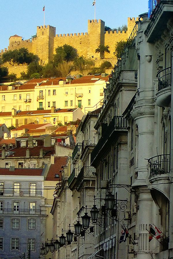 The downtown and the Saint Jorge's Castle