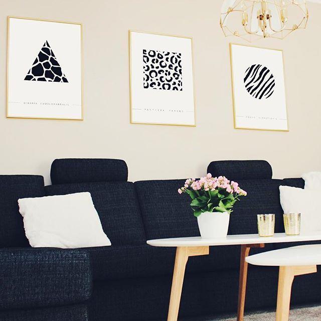 HEMMA HOS MATILDA   #JohannaMagdalenaDesign #inredmedjohannamagdalena #inredning #interior #design #homedetails #details #homedecor #styling #stylinginspo #inspiration #svenskdesign #scandinavian #home #dagensinspo #inredningsdesign #inredningsdetaljer #inredningstips #instahome #posters #affisch #print #grafiskdesign #postersonline #giraff #giraffe #leo #zebra #guld