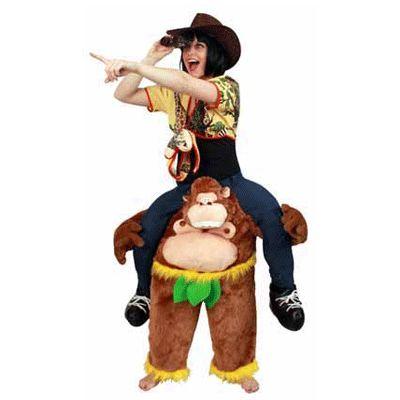Dragende aap kostuum voor volwassenen. Met dit grappige kostuum lijkt het net of de aap u draagt. One size. Dit kostuum bestaat uit de aap met de broek en schoenen en is exclusief shirt en andere accessoires. Carnavalskleding 2015 #carnaval