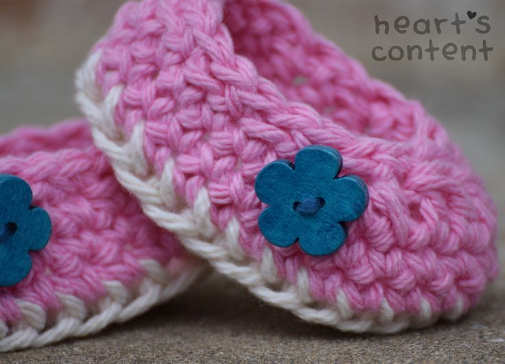 Adorable pink baby booties / baby shoes adorned with turquoise flower wood buttons. Cotton crochet baby booties. A super cute baby gift ☺ For 30% off use promo code HCPIN201630